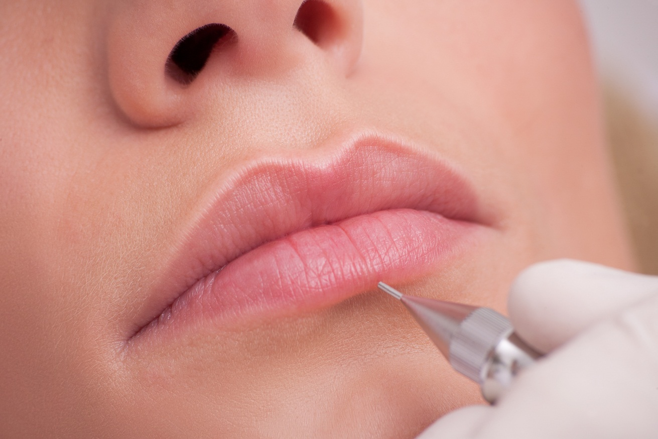 Перманентного макияжа губ фото