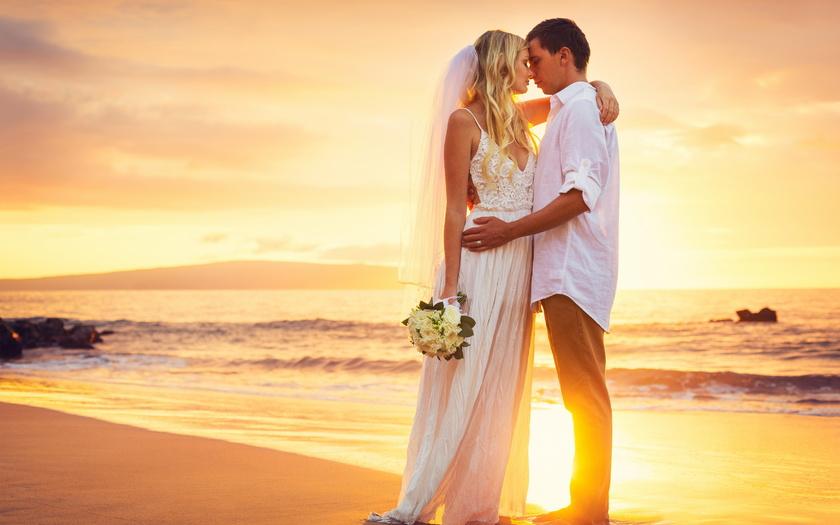 О чем думают мужчина и женщина, когда они целуются?