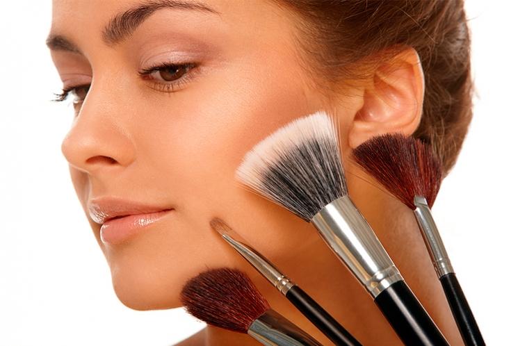 Особенности делового макияжа для цветотипов весна и лето