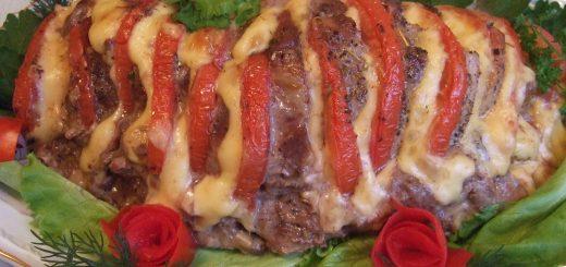 Фаршированная свинина с сыром и беконом