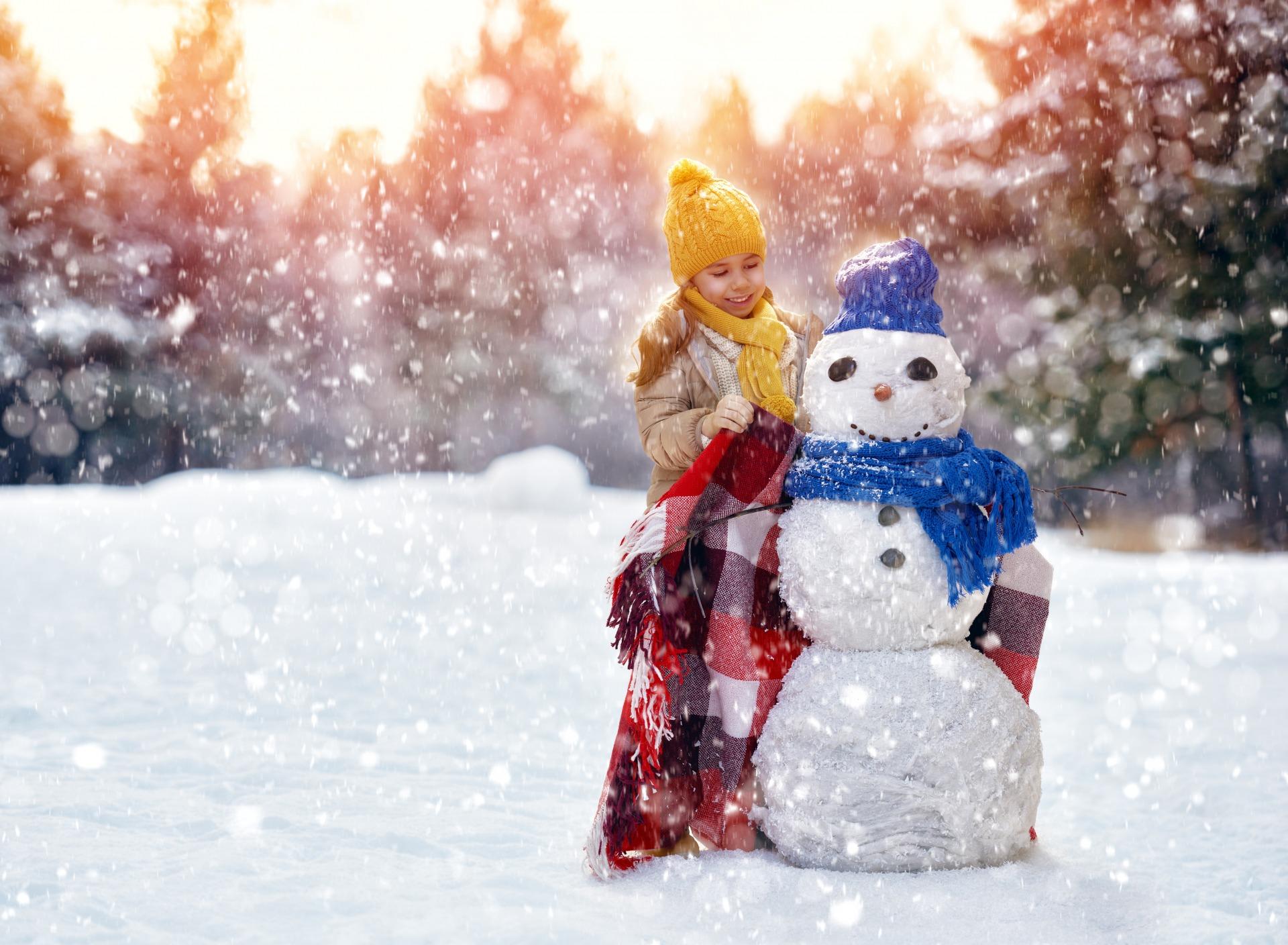 winter-girl-snowman-zima