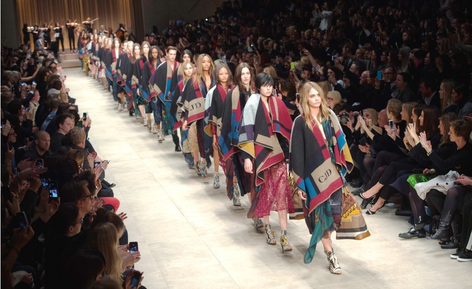Преимущества и недостатки карьеры в мире моды